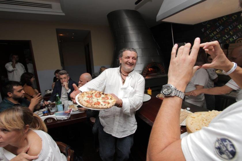 Chef Giovanni Casa; the inventor of Margherita pizzeria del quartiere dal 1959.jpg