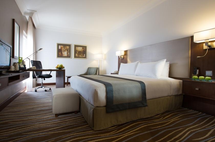 hi-deluxe-premium-room-1-king-bed